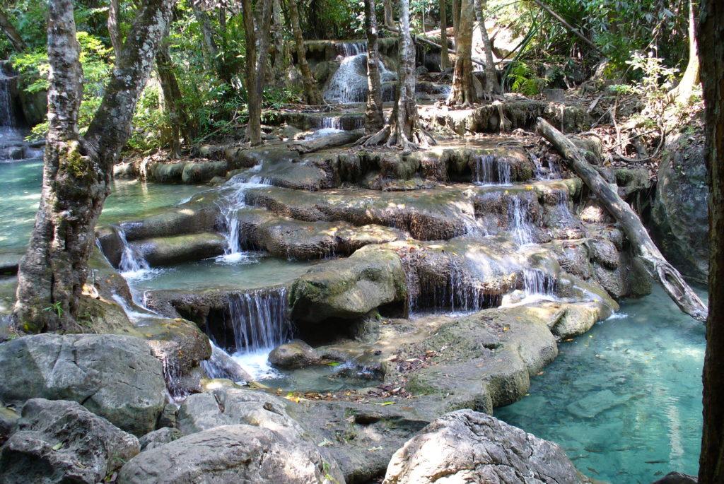 Chutes d'eau d'Erawan à Kanchanaburi, Thailande